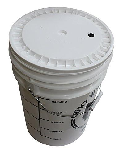 6.5 Gallon plastic with lid